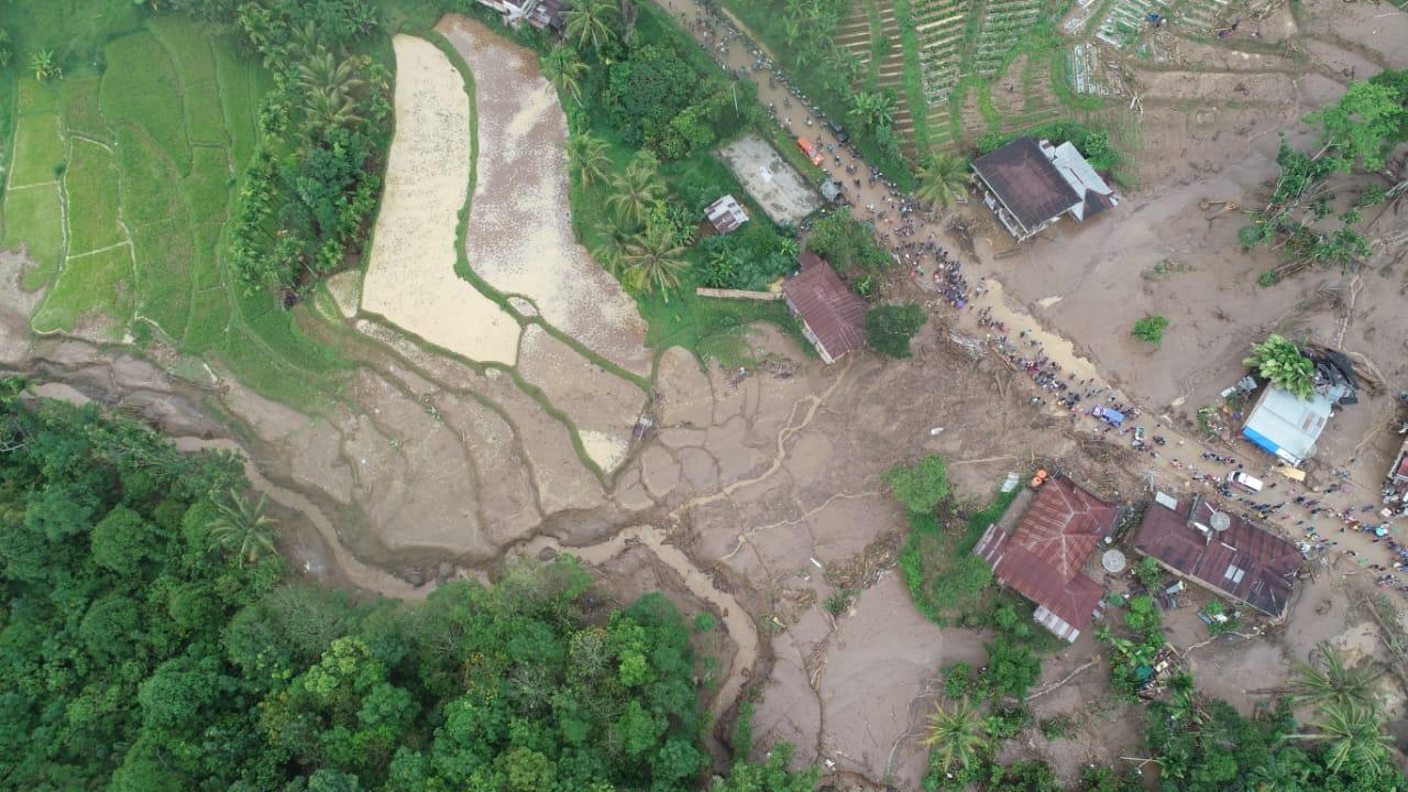 Ancaman Warga Di Bawah Perbukitan Lereng Gunung